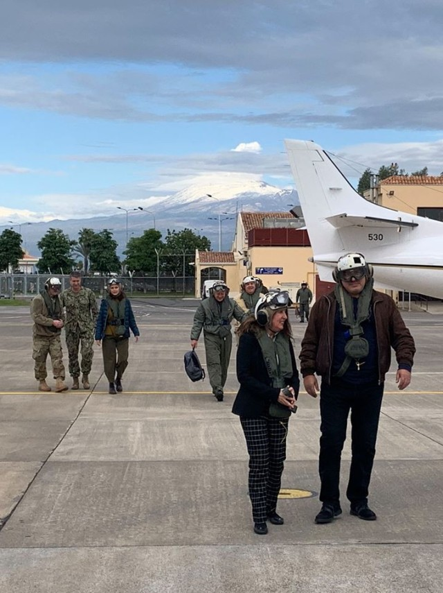 Бойко Борисов яхна и US самолетоносач (Видео)