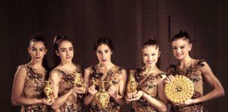 """С Панагюрското златно съкровище се снимаха """"златните момичета"""" на България преди шоуто си в града. Снимки с момичетата от националния отбор, които държат в ръцете си съдовете"""