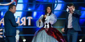 Алисия Маскираният певец