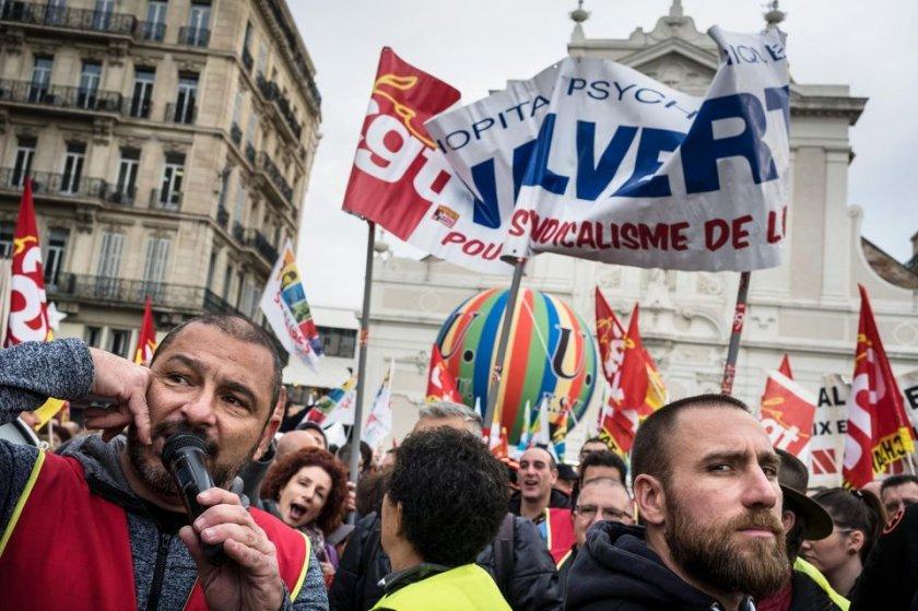 Как пенсионни реформи доведоха до блокирането цяла Франция?