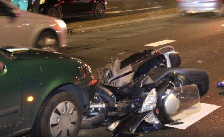 Българин подгони с колата си и прегази моторист в Хага (СНИМКИ)