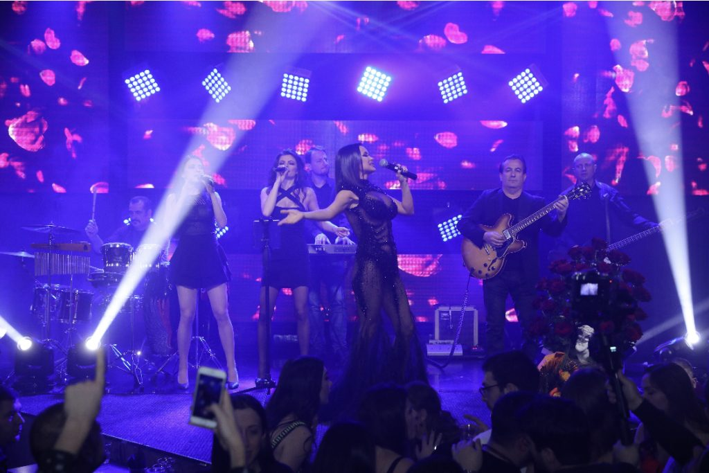 Мария пя по ефирна рокля с дупе на показ (Снимки 18+)