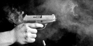 Мъж стреля в болница