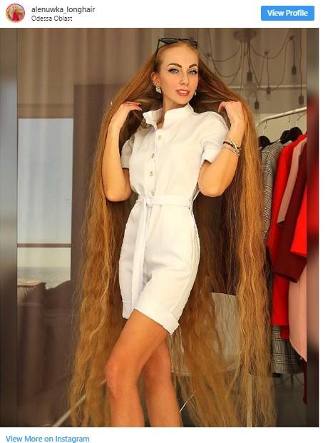 Съвременната Рапунцел, която не се е подстригвала от 30 години (Снимки)