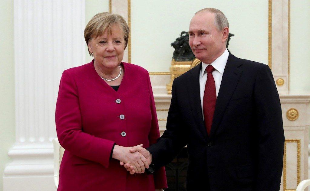 Путин и Меркел си говорят на немски в Кремъл