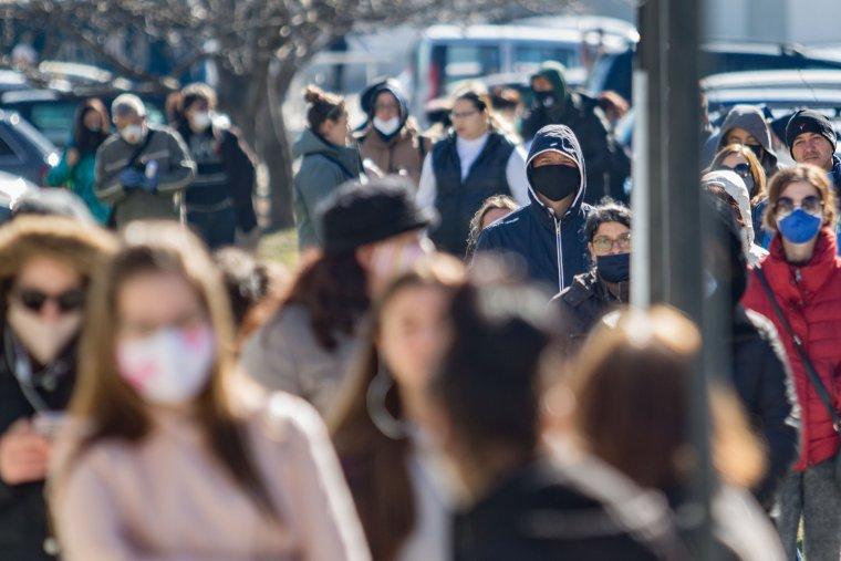"""Сценарии за край на пандемията според наш преподавател в Департамента по генетика на """"Станфорд"""""""