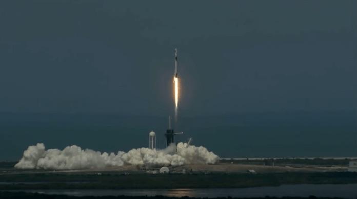 SpaceX космонавти