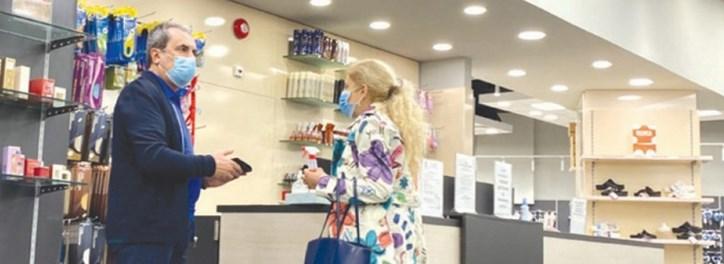 Орешарски заведе жена си на мол (СНИМКИ)