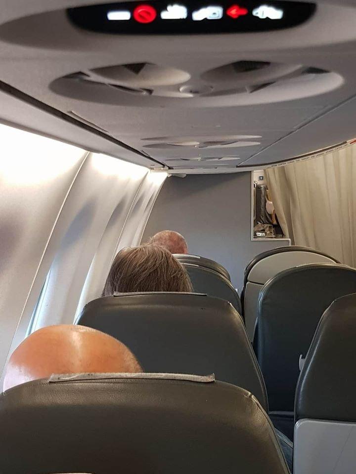 И той стана голям началник! Рейс с пасажери дреме на 40 градуса заради Марешки (СНИМКА)
