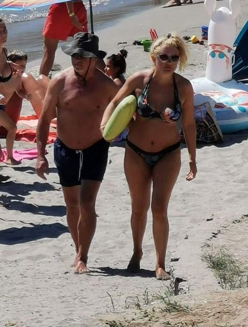 Мутафчийски и Валери Симеонов на плаж (СНИМКИ)