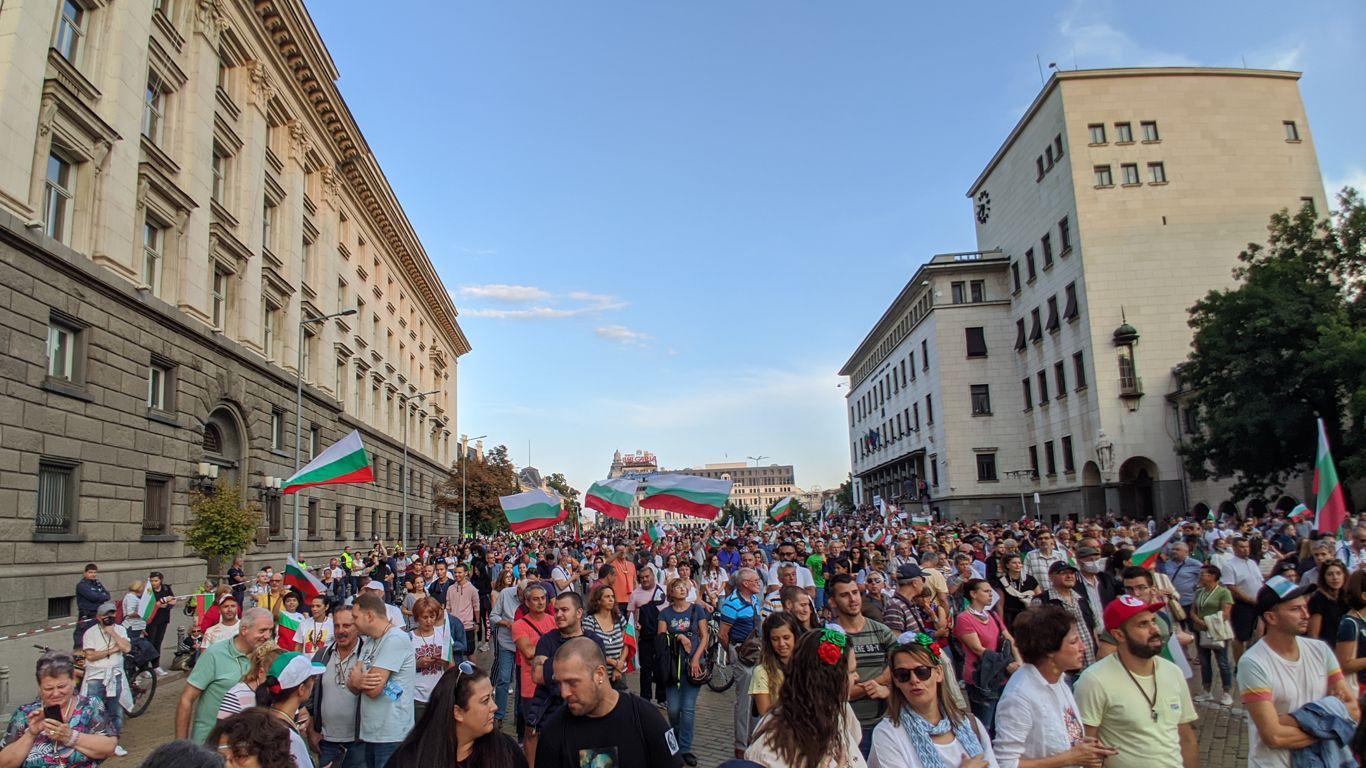 Ден 76: Велико народно въстание III - Протестиращите искат независимостта си от мафията