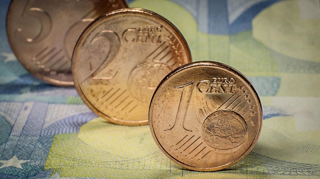 Махат дребните евроцентове. Ще скочат ли цените в България?