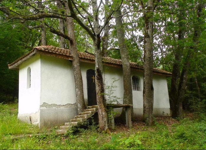 """Кървава река """"тече"""" в най-мистичната планина на България"""