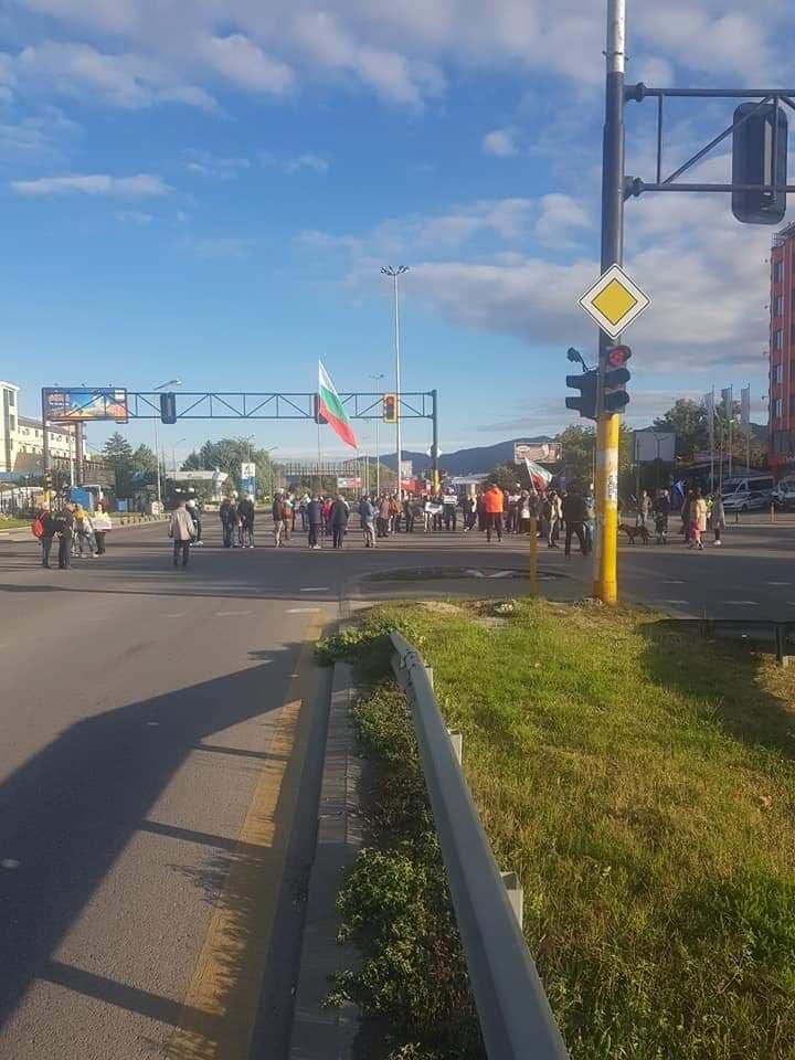 """Жители на """"Горубляне"""" затвориха """"Цариградско шосе"""""""