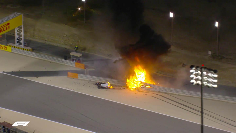 Извънредно: Болид във Формула 1 се взриви и разцепи на две (Видео)