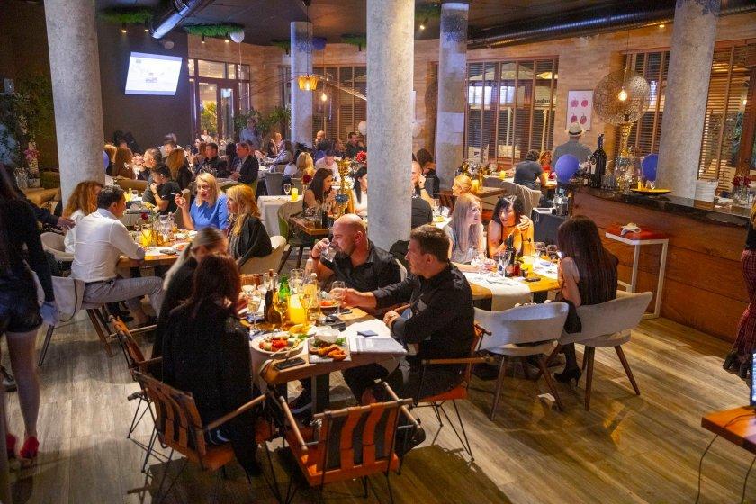 Насред COVID кризата: Тайно парти с 200 души в центъра на София