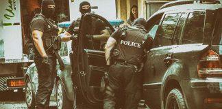 Полицай простреля колега