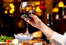 какво ще се случи ако пием алкохол с COVID-19