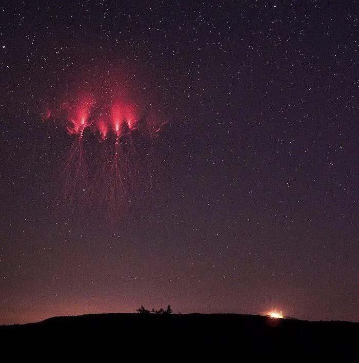 Много рядък за наблюдение феномен бе заснет в небето
