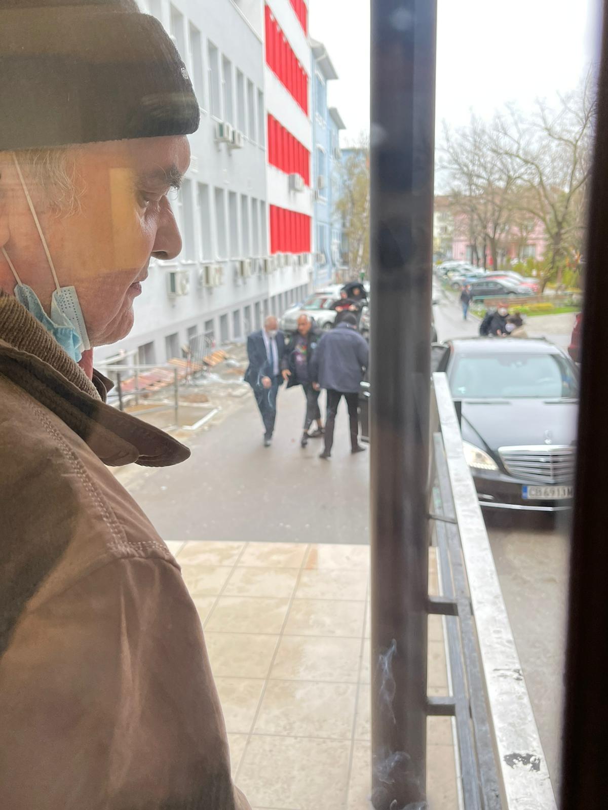 Оперират Бойко Борисов, контузил се е на футбол (СНИМКИ)
