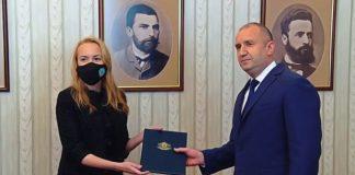 Антоанета Стефанова върна мандата