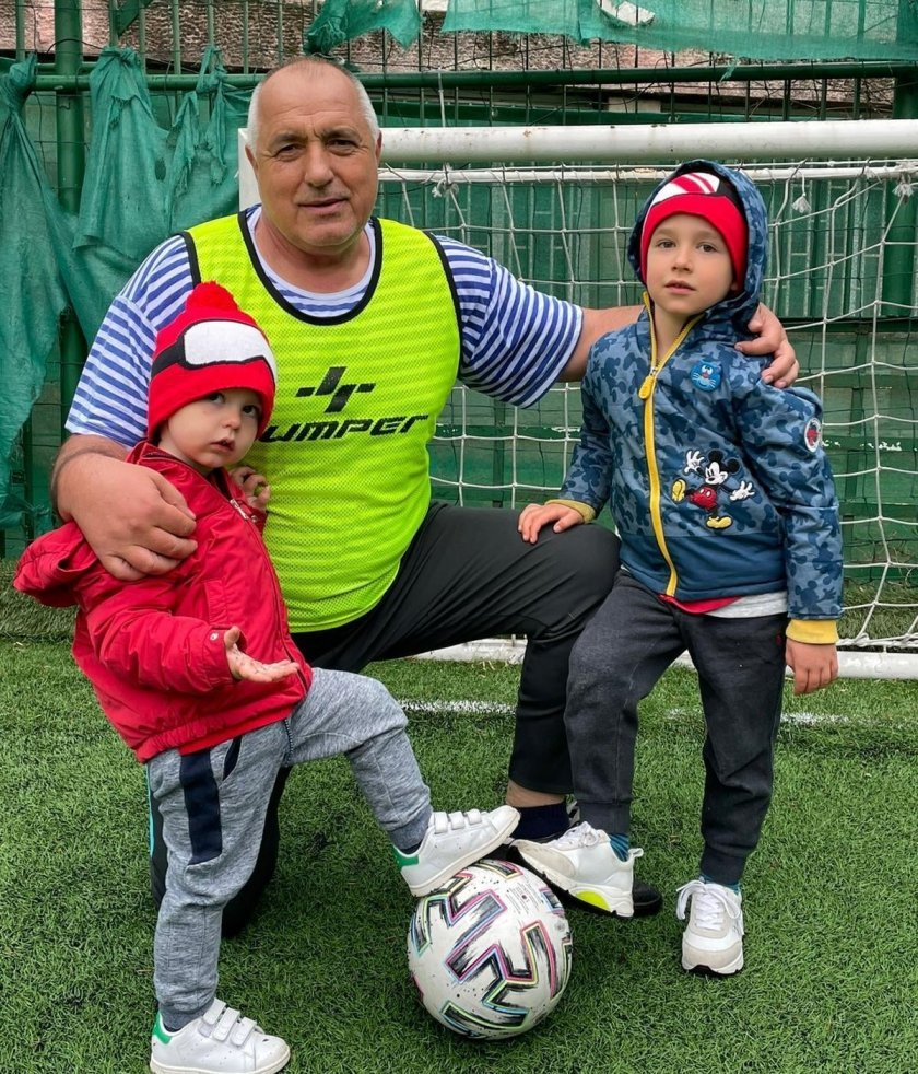 Борисов тренира с внуците (СНИМКИ)