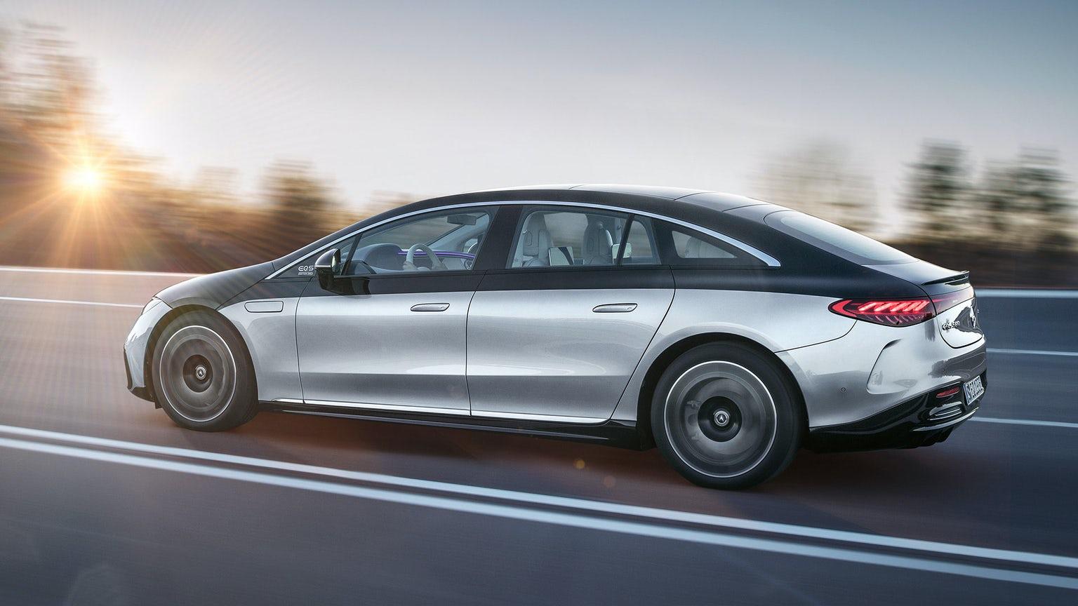 Mercedes EQS - новата електрическа S класа спира дъха