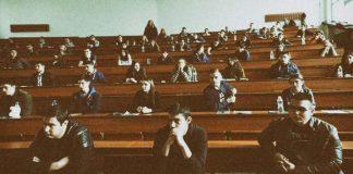 Студенти без пари