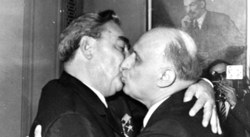 Брежнев подарил на Живков кораб, а Горбачов - кристална фруктиера (Снимки)