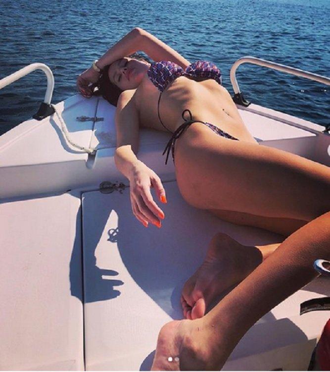 Мис България плажува на Миконос с гаджето