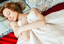 Какво става ако спим голи